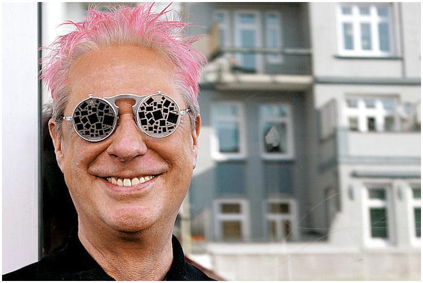 pink und diese sonnenbrille....