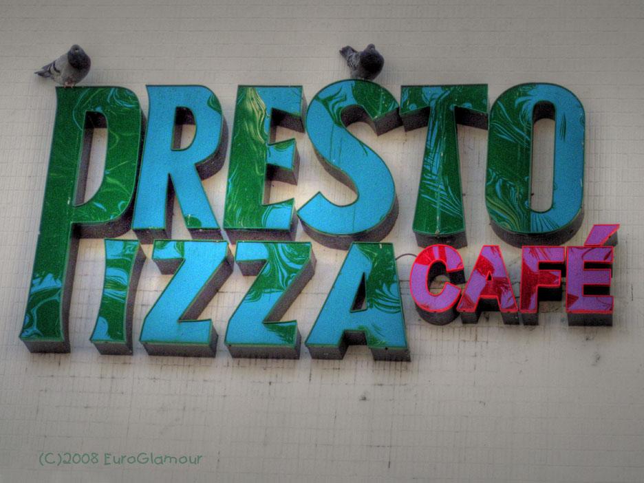 Pizza Caffe und Tauben Scheisse