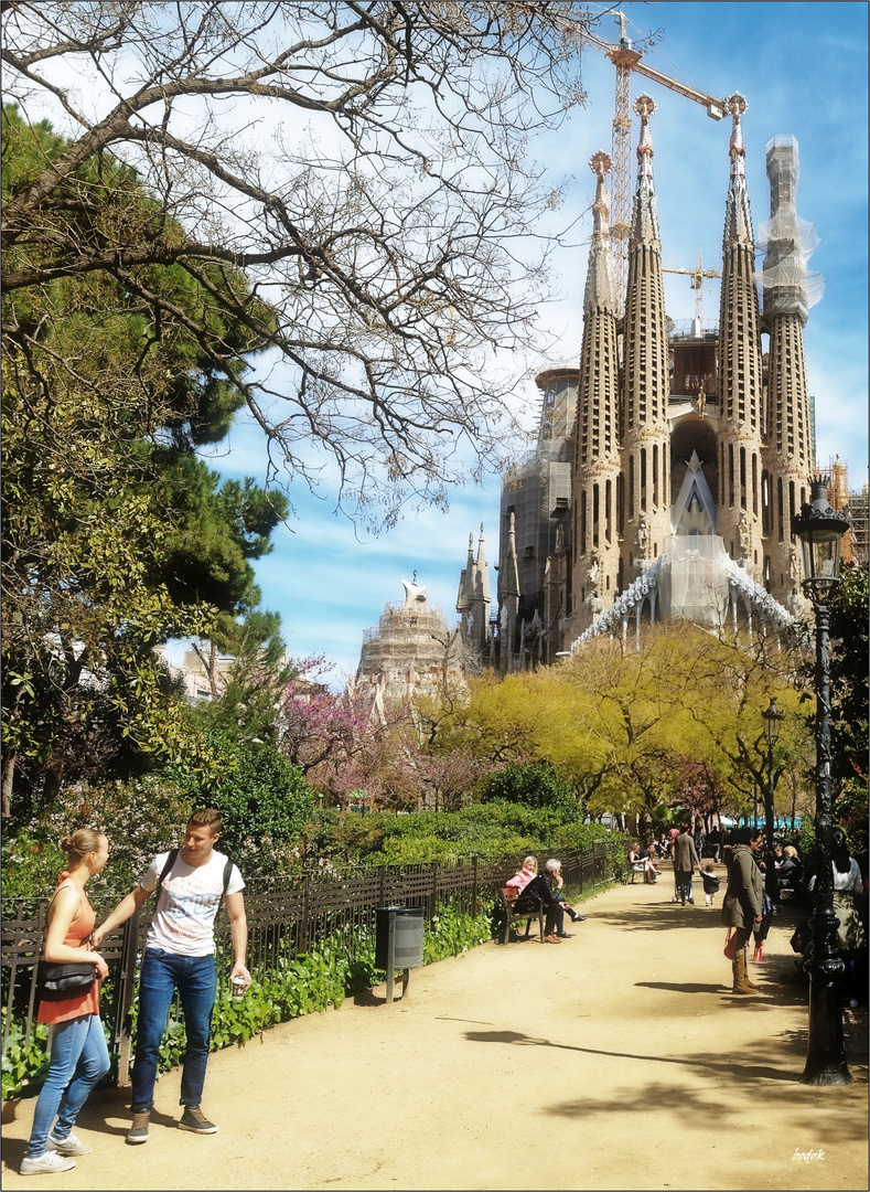 Plaça de la Sagrada Família-Perfect Day