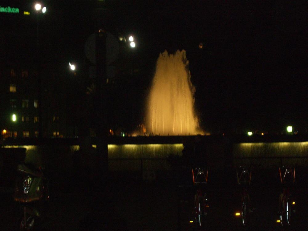 Placa de Catalunya bei Nacht