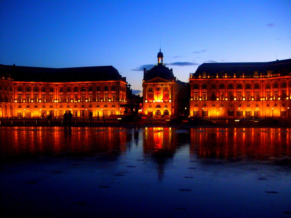 place de la bourse by night