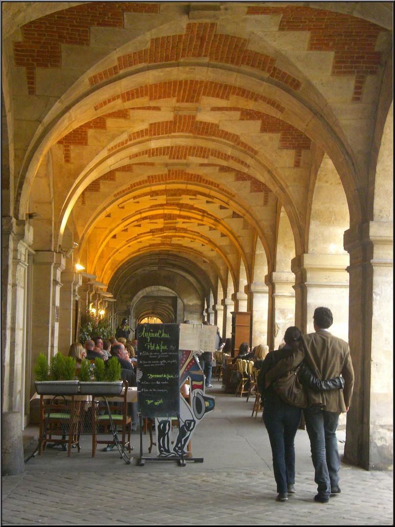 Place des Vosges, sous les arcades