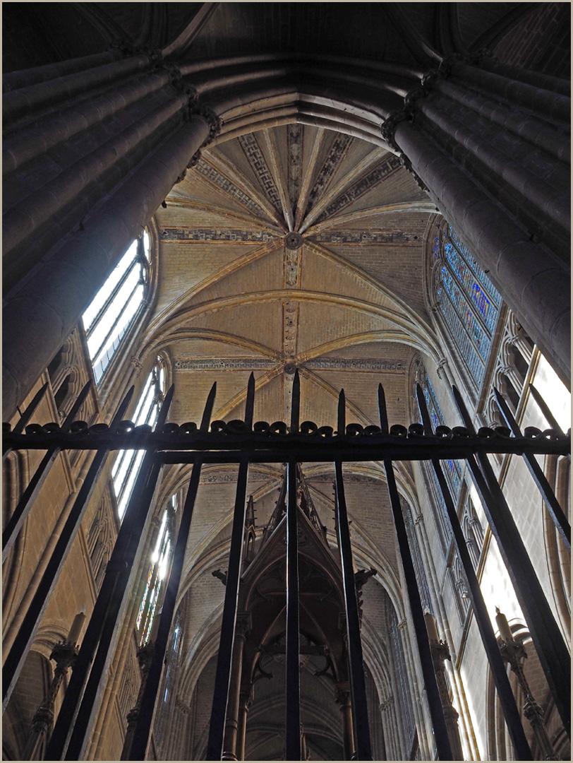 Plafond du Choeur de la Cathédrale Saint-Etienne (Limoges)  vu du déambulatoire