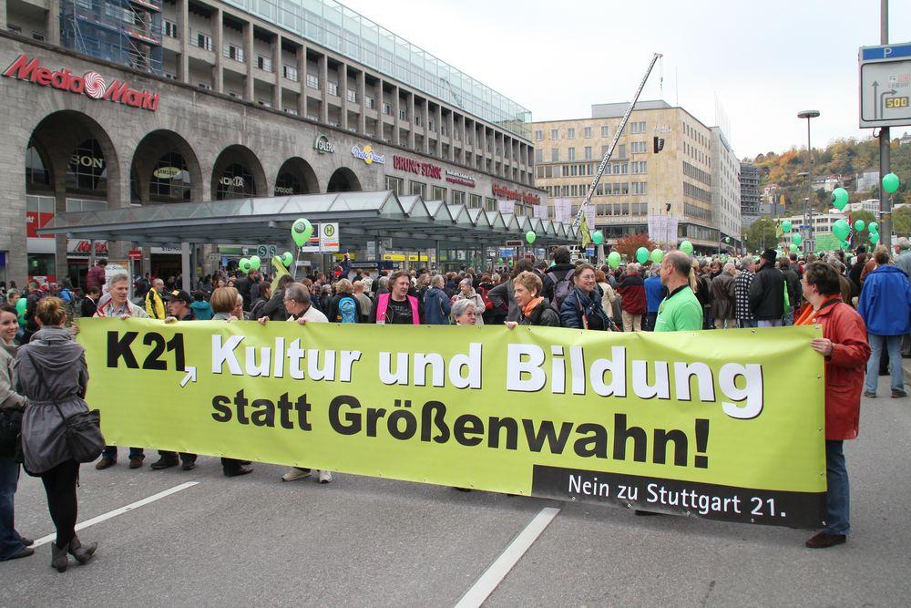 Plakat : Kultur statt Größenwahn 30.10.10 Stuttgart K21
