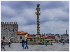 Platz vor der Kathedrale von Porto