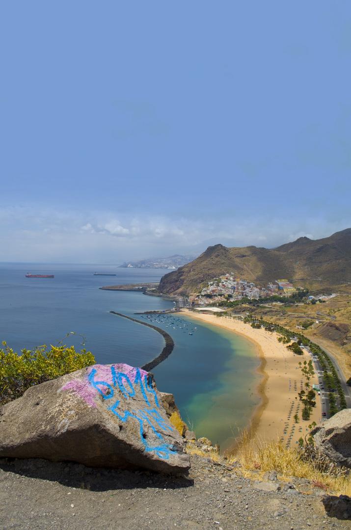 Playa de las Teresitas vs. Graffiti