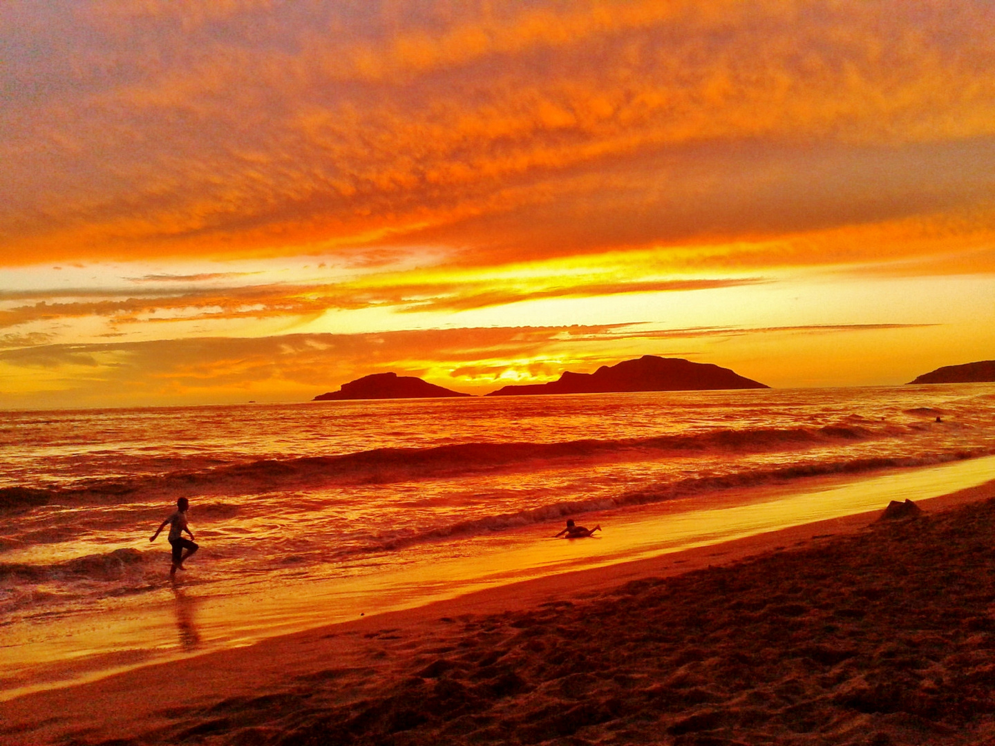 Playa en semana santa, Mazatlán