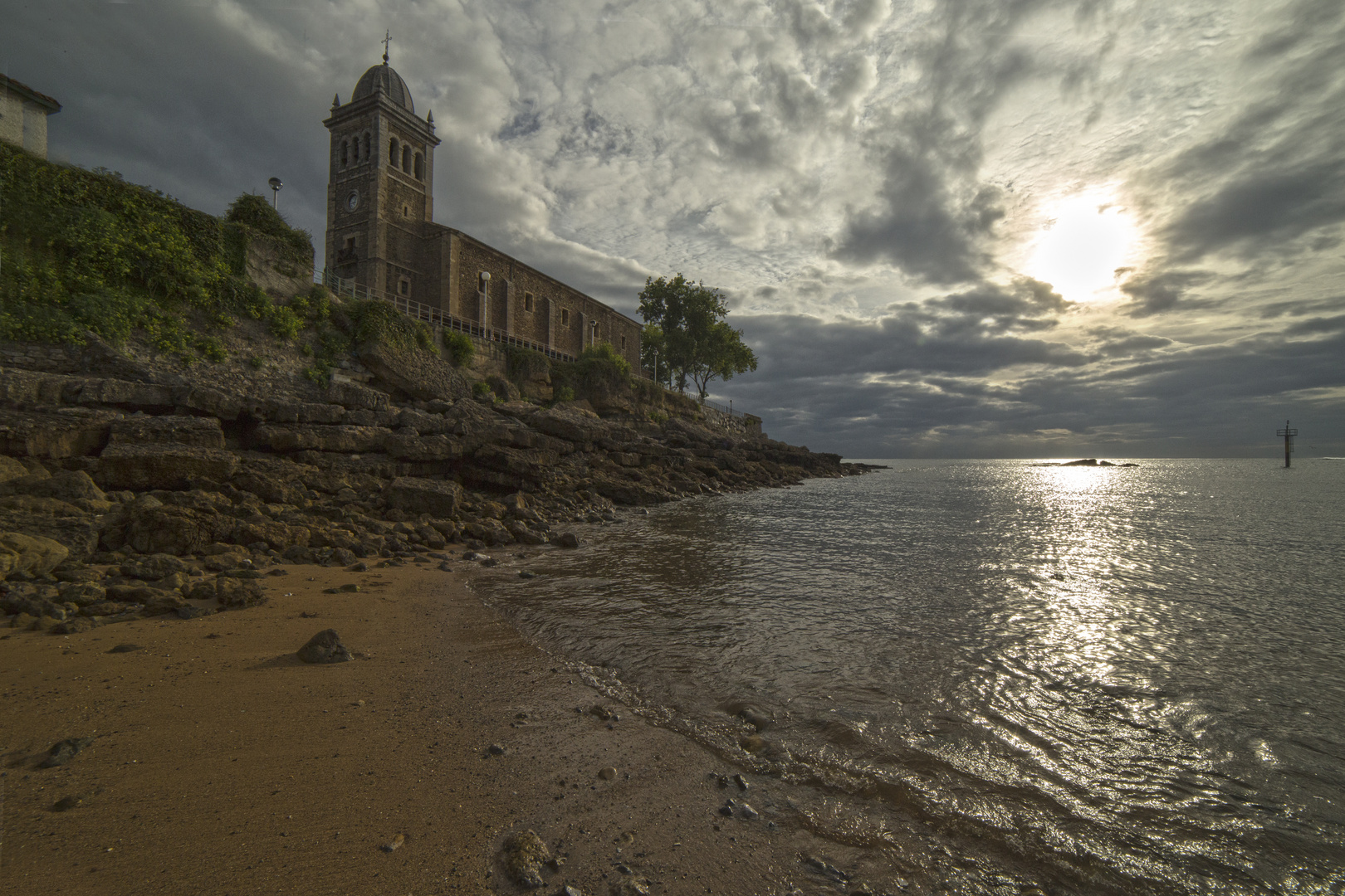 playa iglesia luanco