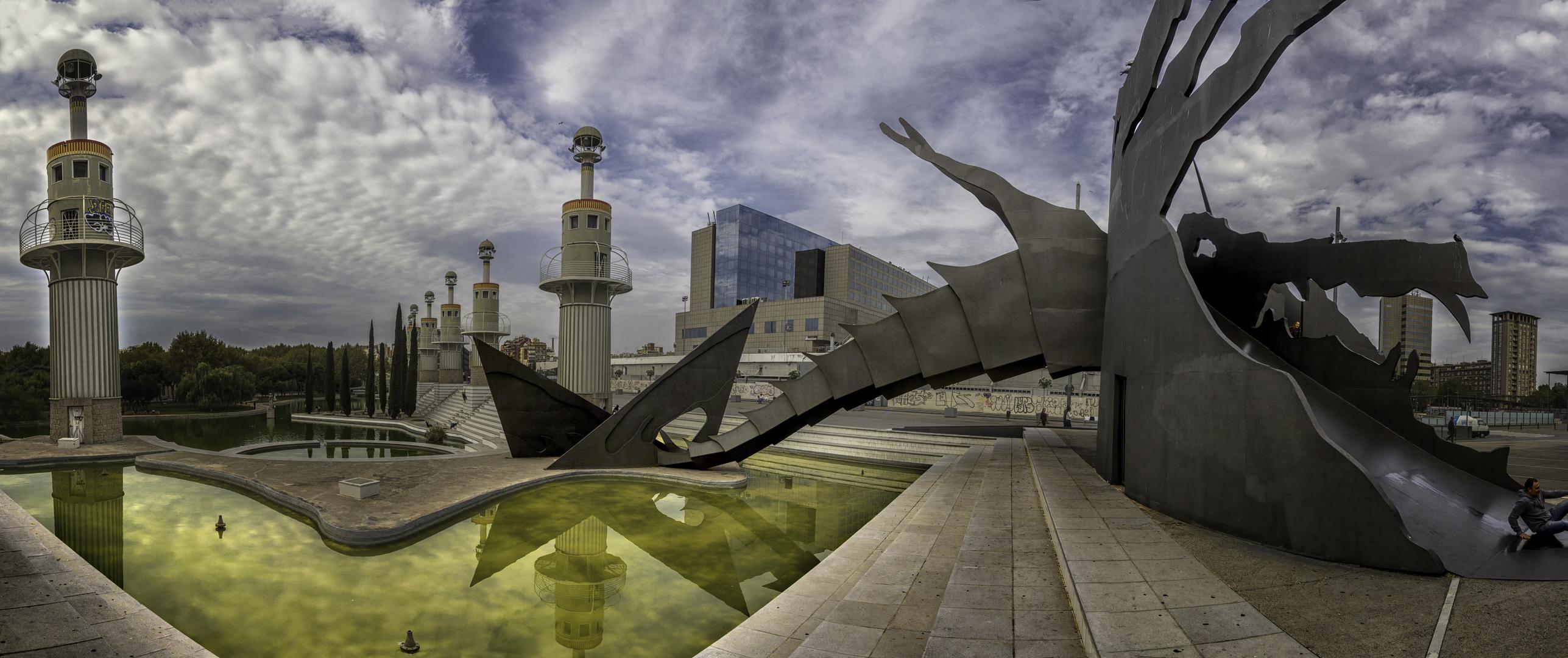 Plaza con tobogan. Panorámica