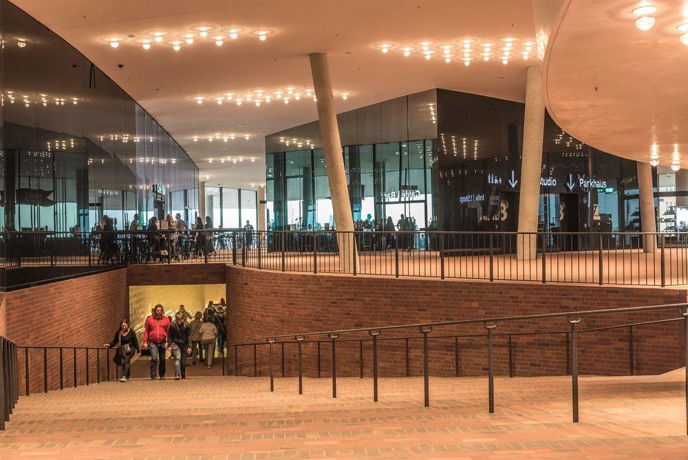 Plaza der Elbphilharmonie Hamburg
