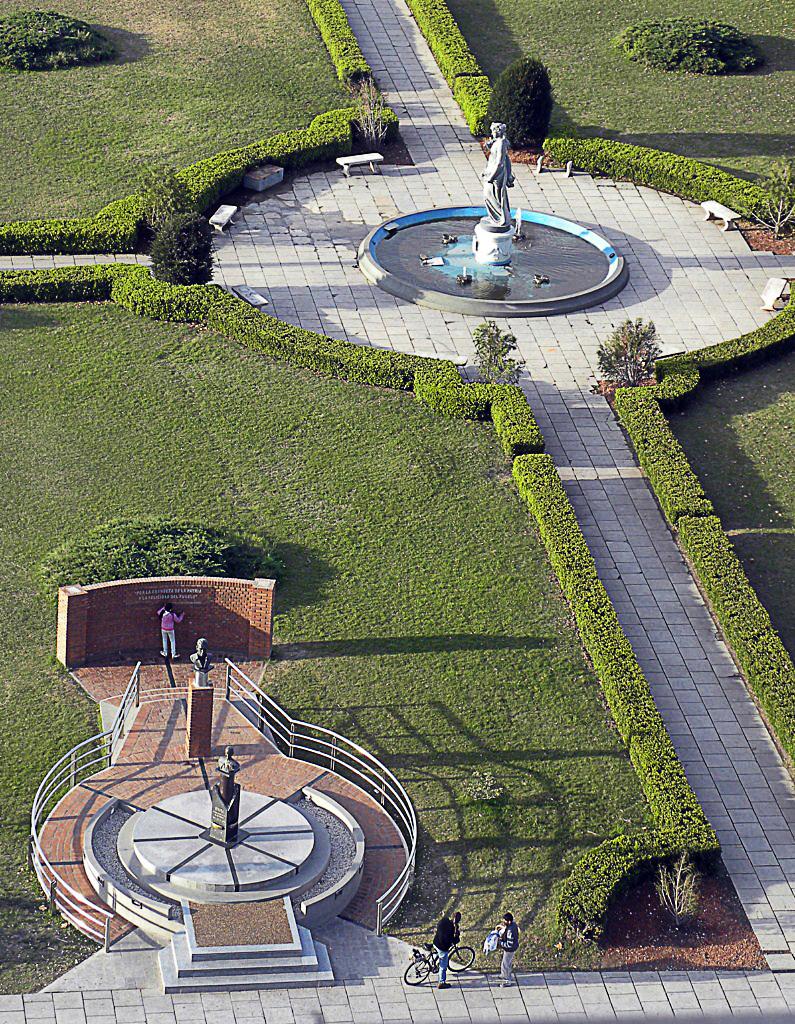 Plaza Moreno desde el Aire