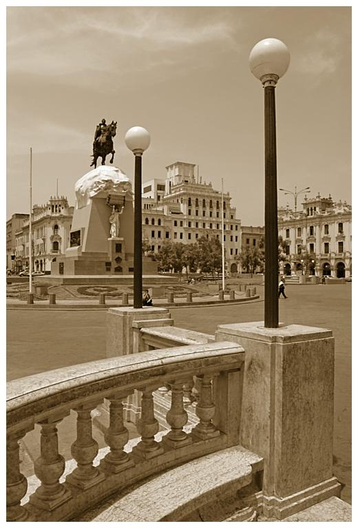- Plaza San Martín -