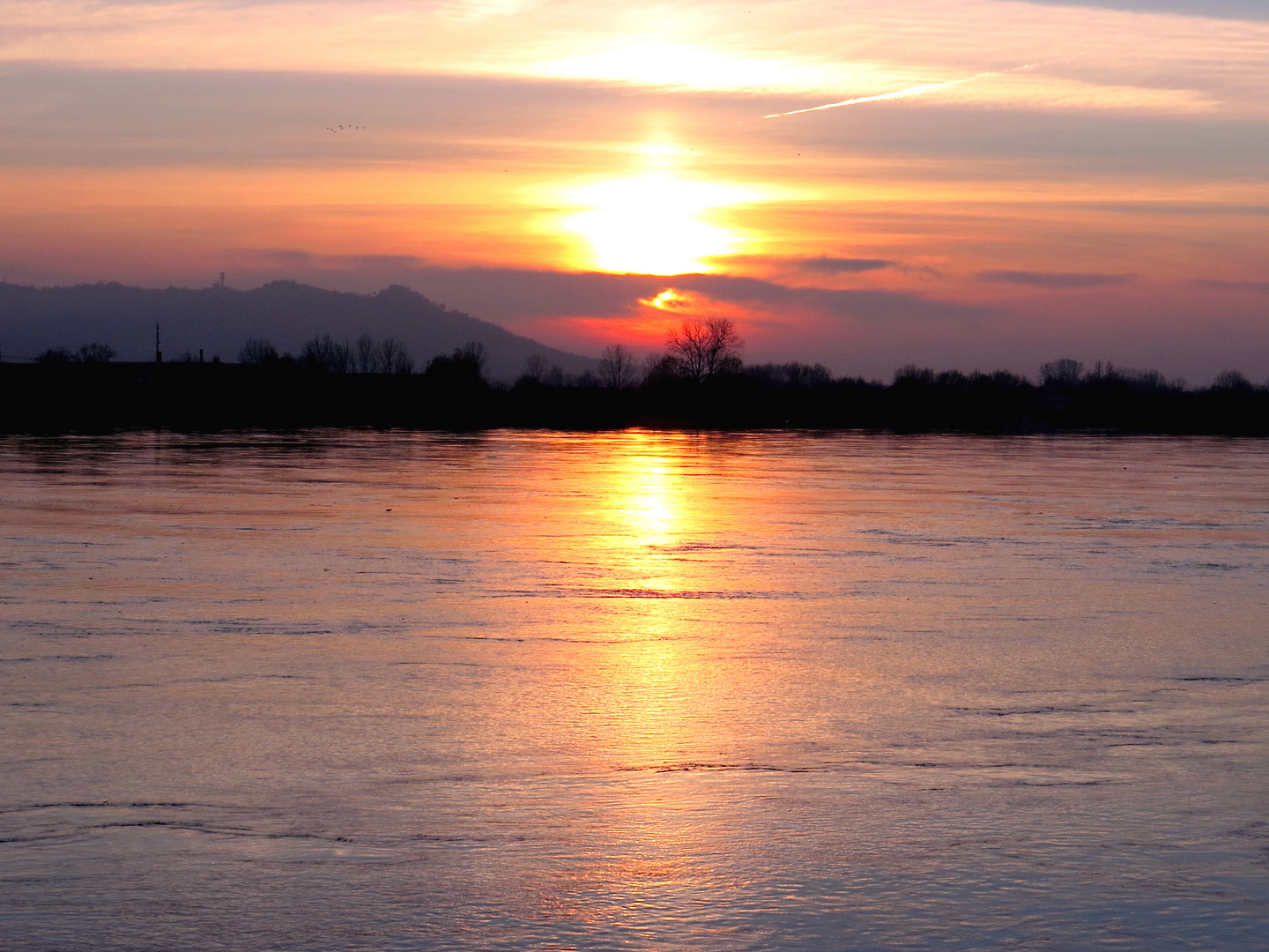 Po River  -  Sunset with high water - 26.11.2016
