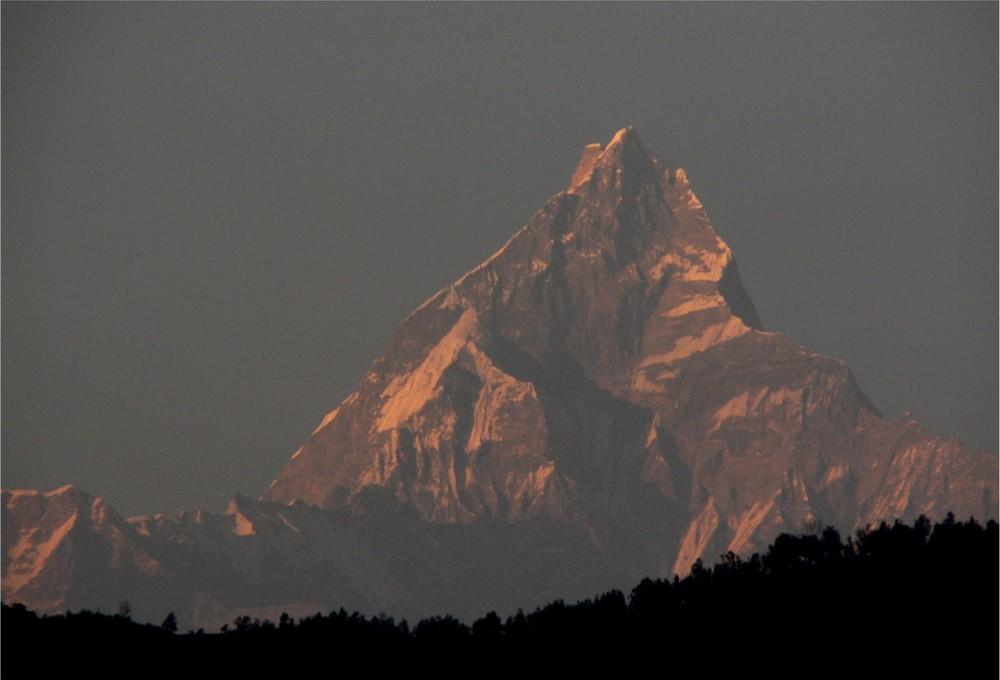Pokhara Die Berge sind schön