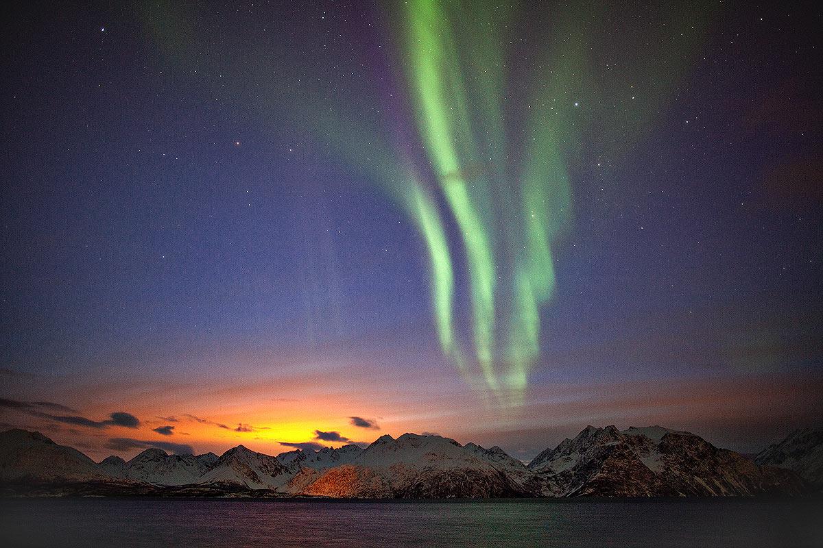 Polarlicht in der Dämmerung