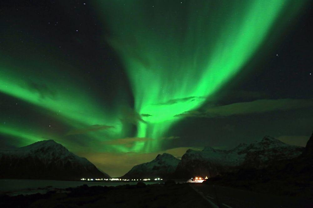 Polarlicht über der E10 Richtung Flakstad