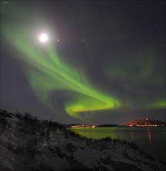 Polarlicht und Mond