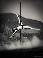 pole dance 03