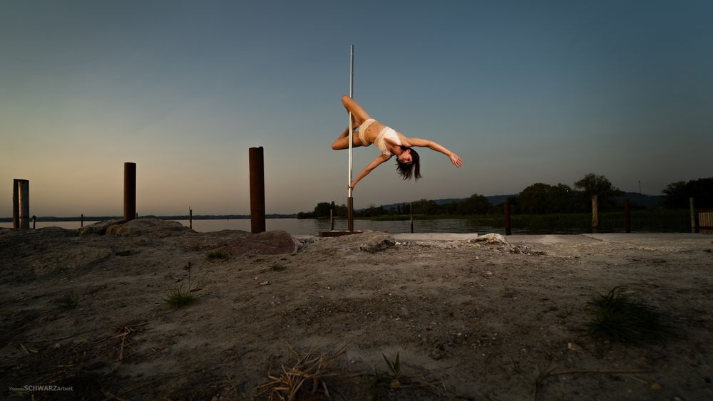pole dance outdoor 02