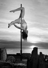 pole dance outdoor 09
