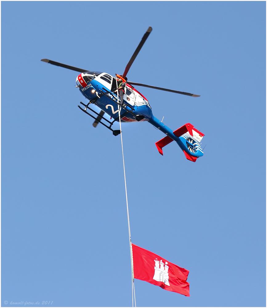 Polizei-Helikopter auf dem Hafengeburtstag 2011