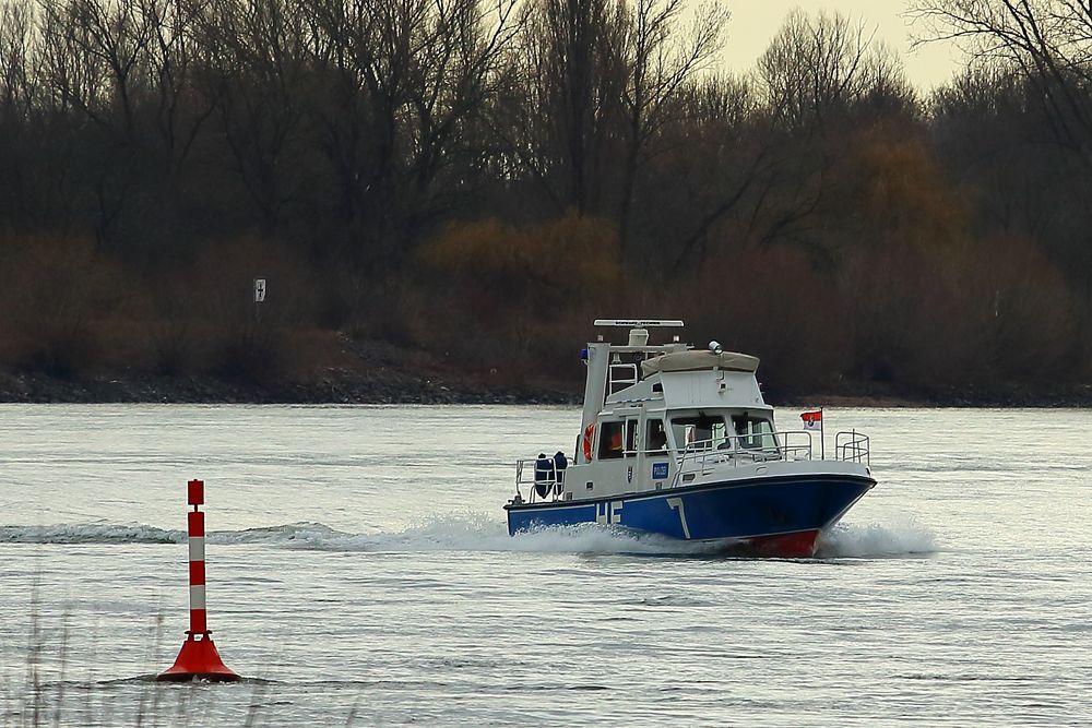 Polizeiboot auf dem Rhein (II)