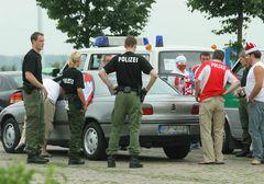 Polizeikontrolle vor WM-Spiel in Hannover - A2