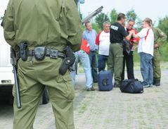 Polizeikontrolle vor WM-Spiel in Hannover - Sicherungsposten