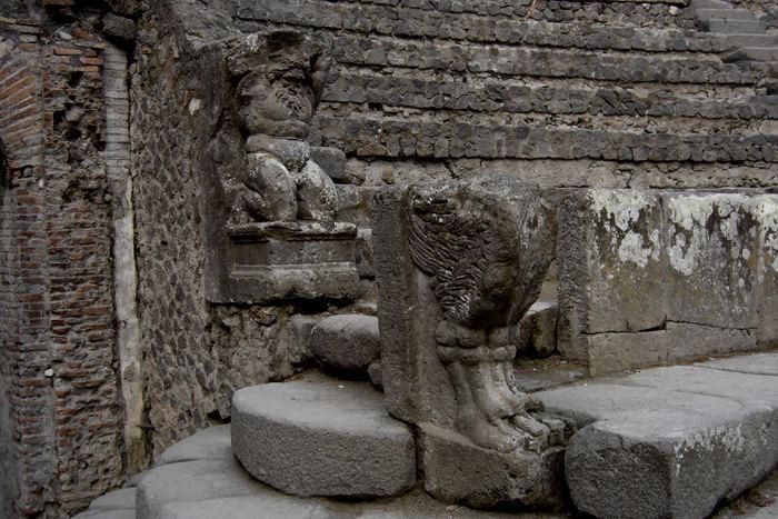 Pompej, beeindruckende Steinmetzarbeit aus der Frühzeit
