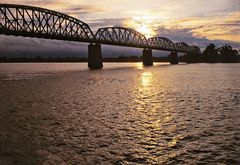 Pont à 5 arches sur l'Irrawaddy