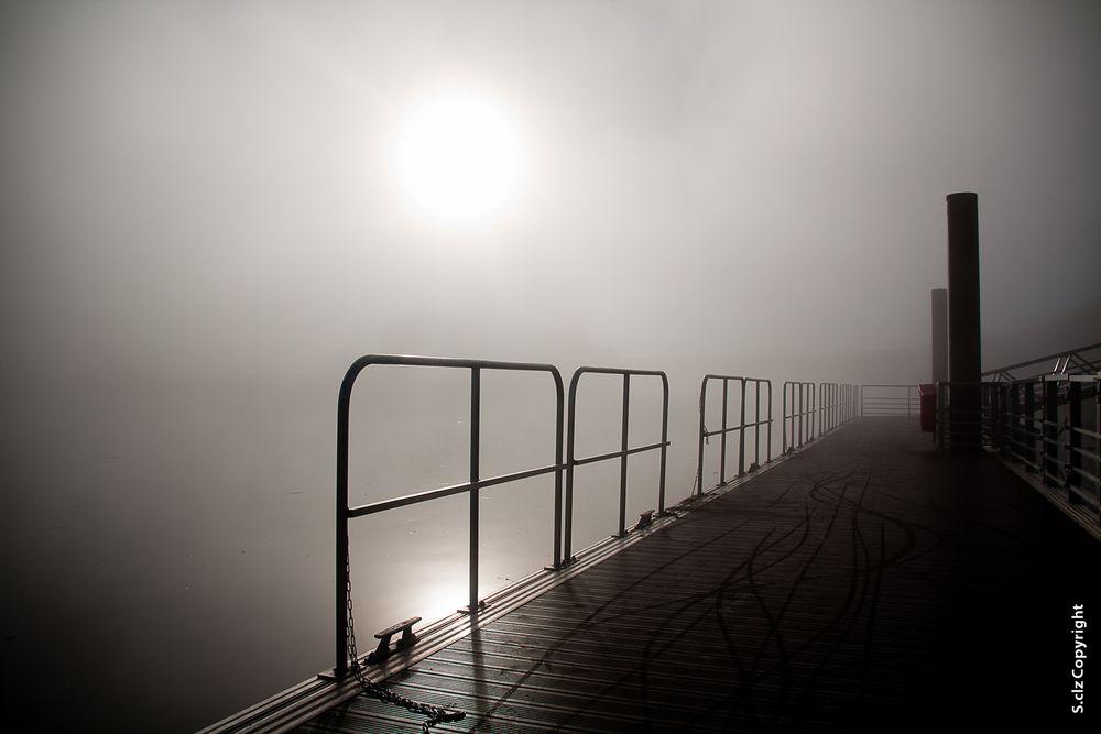 Pont dans la brume