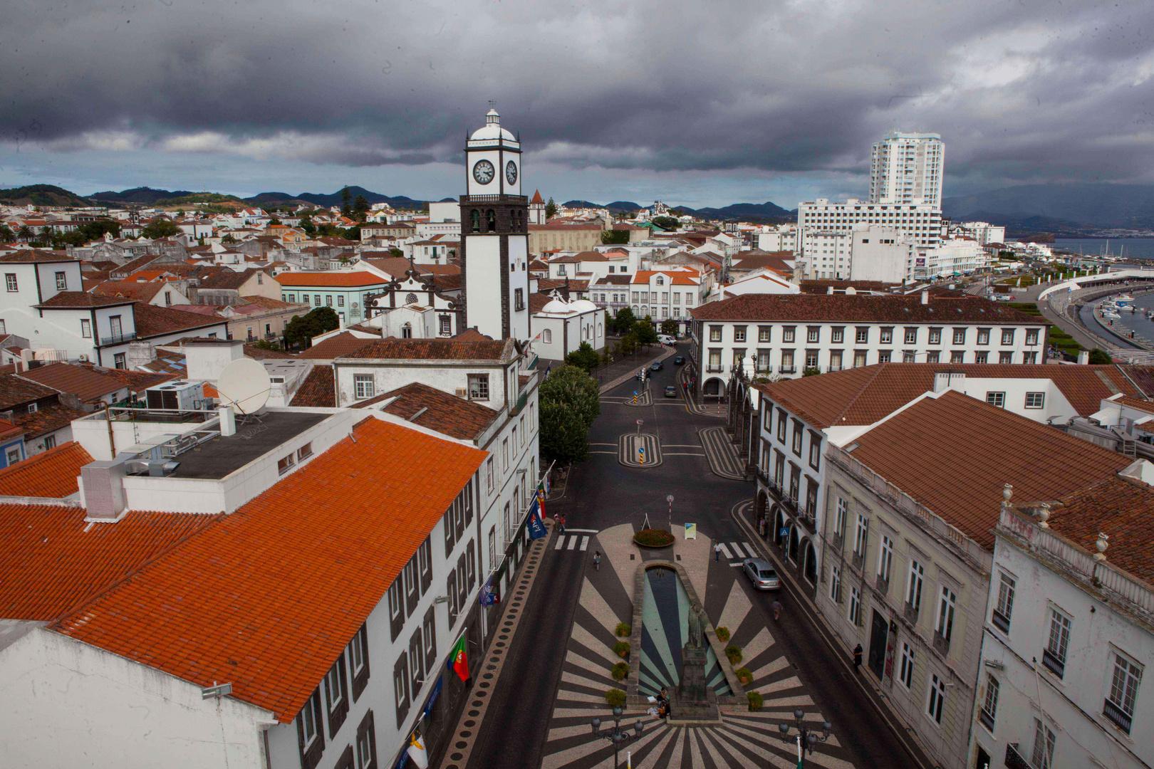Ponta Delgada, über den Dächern der Stadt