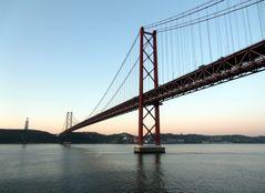Ponte 25 de Abril (Brücke des 25. April) in Lisabon