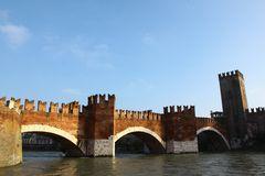 Ponte di Castel Vecchio .