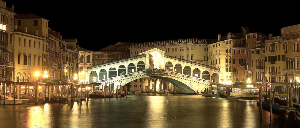 Ponte Rialto by Night