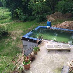 Pool im Bau