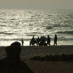 Por la orilla del mar