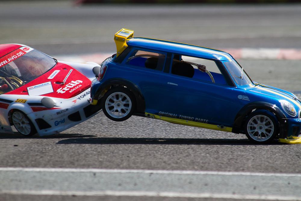 Porsche crasht Mini