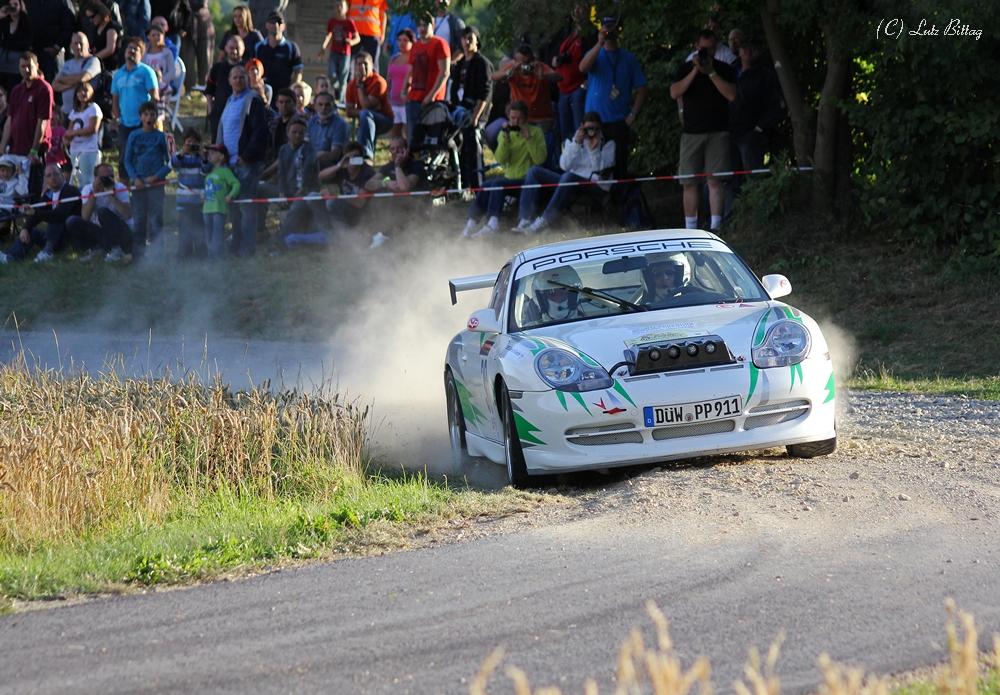 Porsche mit Lampenbaum