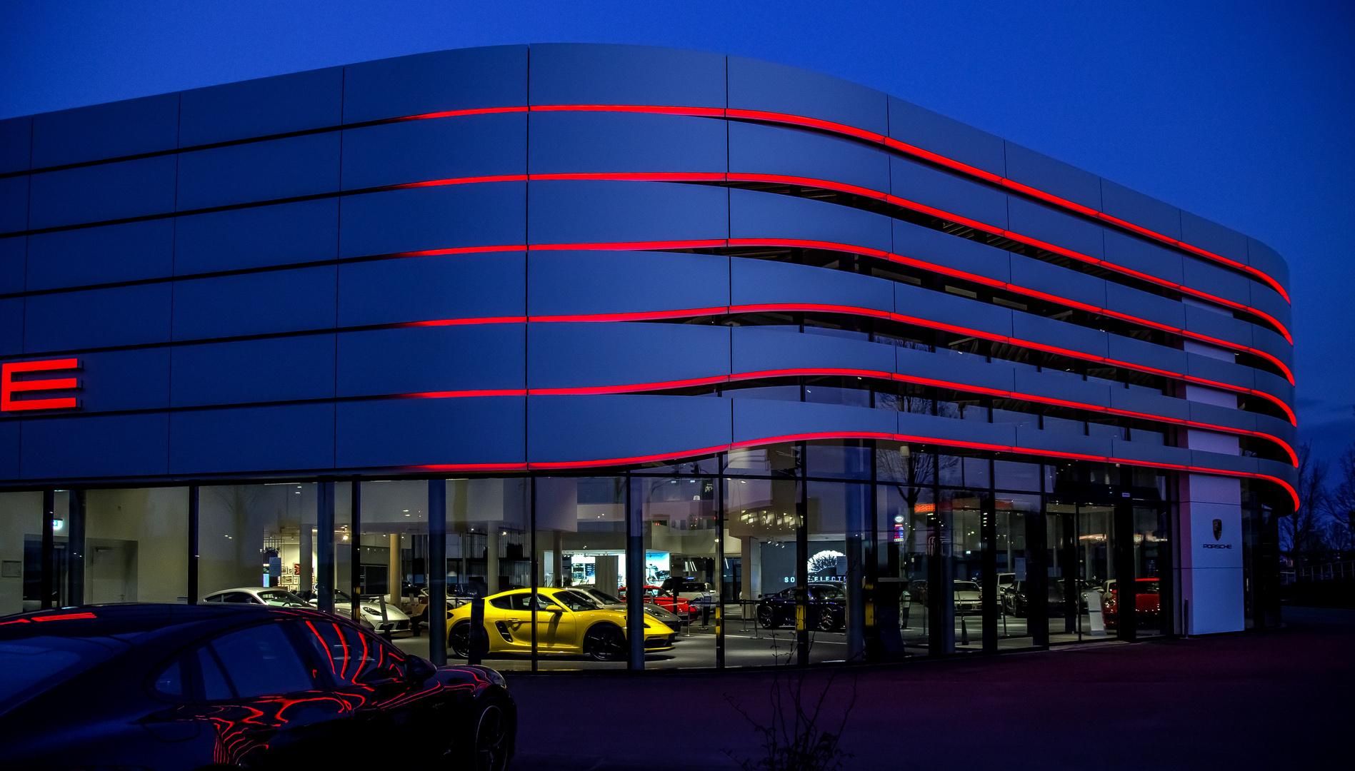Porsche mit Spiegelung