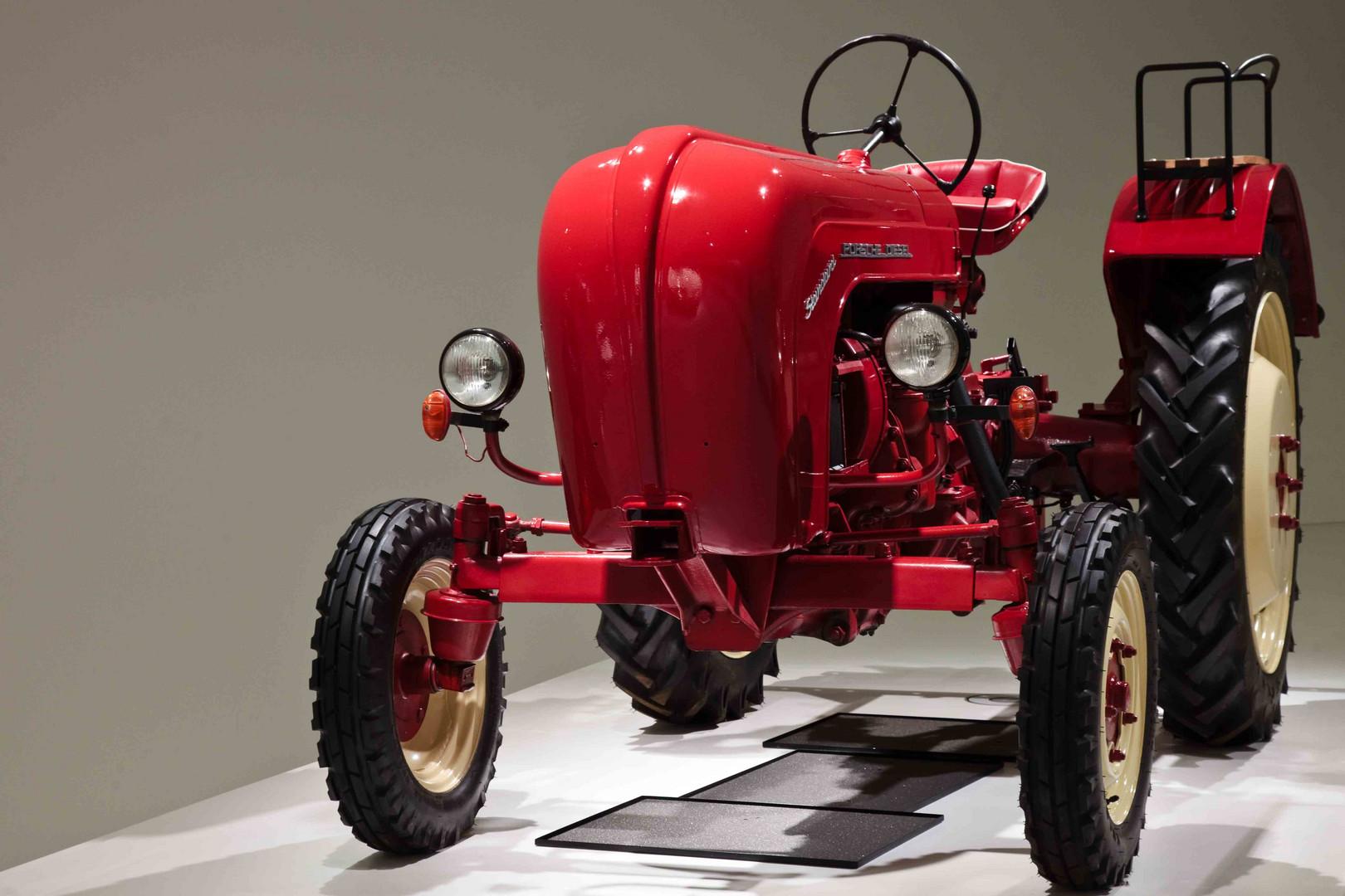 porsche traktor foto bild deutschland europe baden. Black Bedroom Furniture Sets. Home Design Ideas