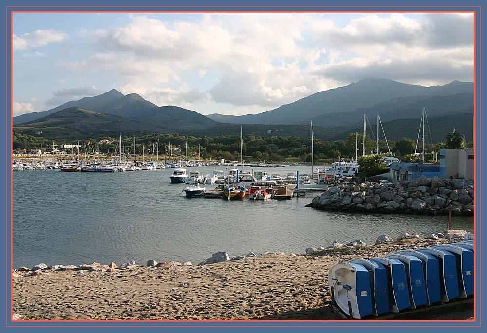 Port Argelès mit les Albères im Hintergrund