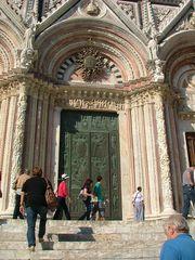 Porta del Battistero di Siena