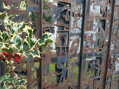 ..Portail de rue de l'artiste Jean-Yves Gosti..