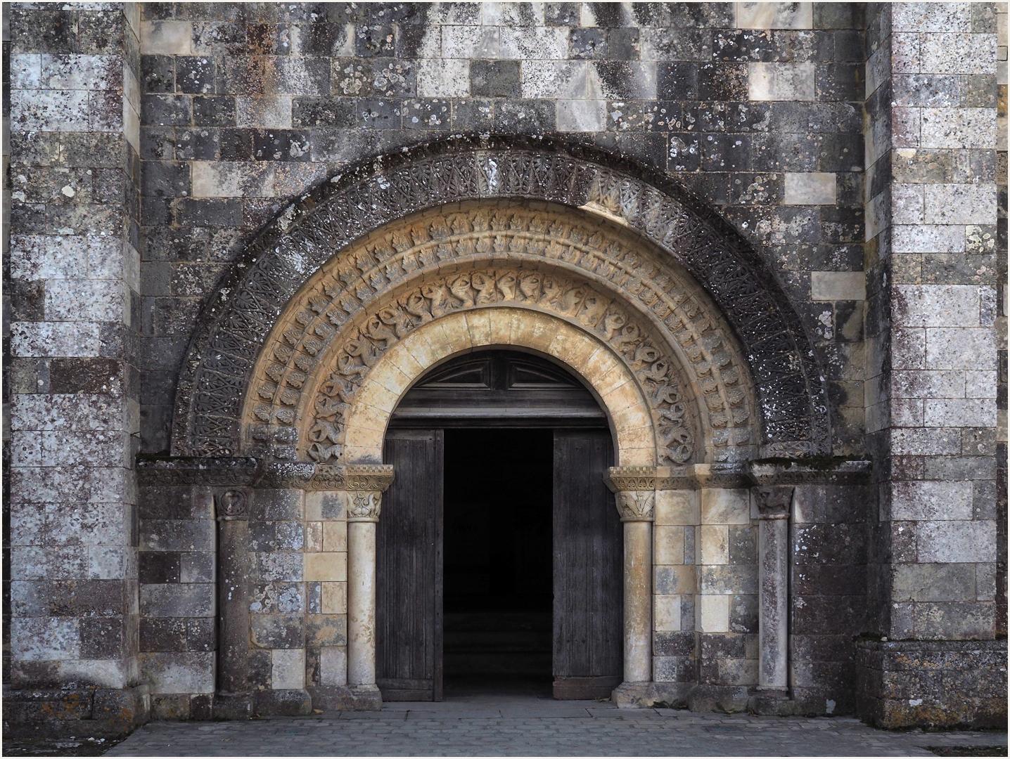 Portail nord de l'Eglise Saint-Maurice de Saint-Maurice-la-Clouère