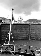 ....porte chiuse,pronti per dare acqua per sollevare la nave......