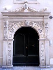 Porte de l'Hotel Besserié - Nimes