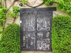 ..Porte d'un atelier d'artiste..