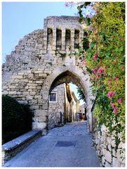 Porte fortifiée, Lacoste