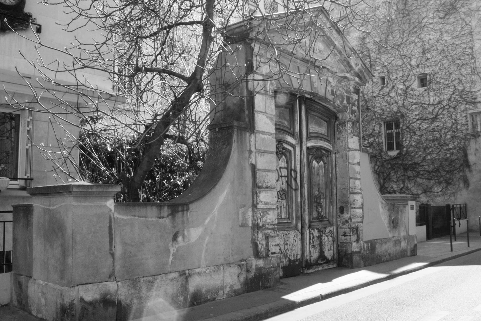 porte parisienne et solitaire